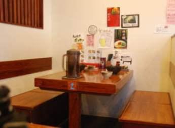 個室の食事スペース