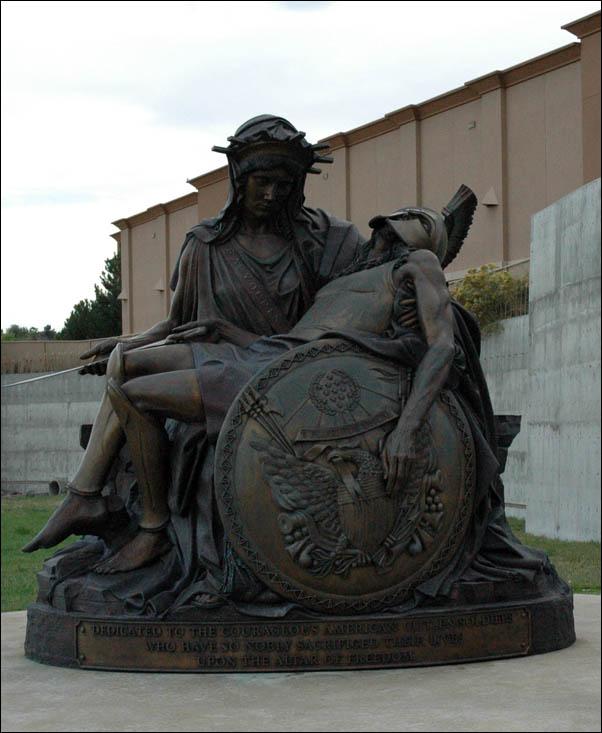 fallen soldiers statue