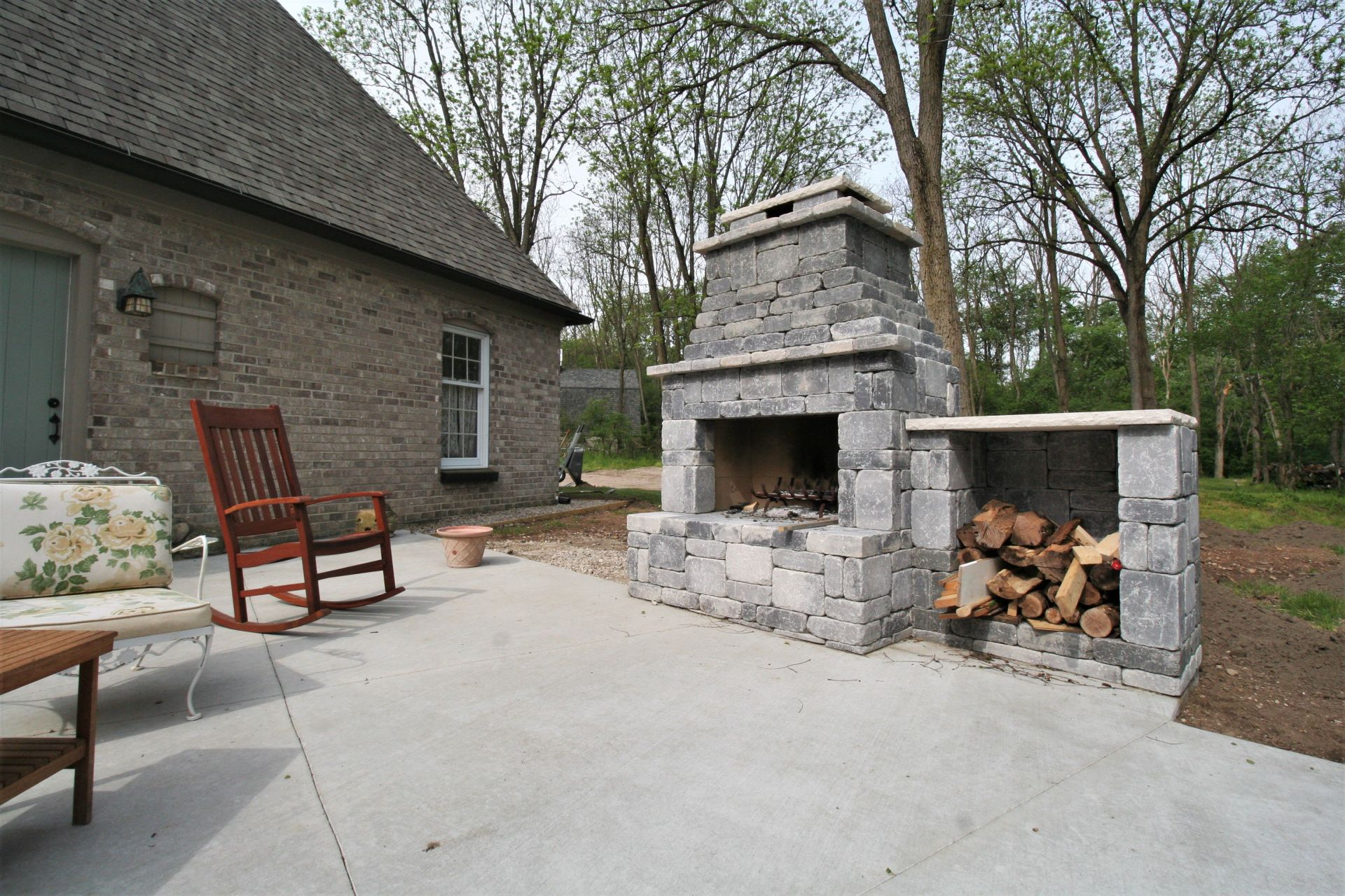 CONCRETE BLOCK OUTDOOR FIREPLACE on Outdoor Fireplace With Cinder Blocks id=58473