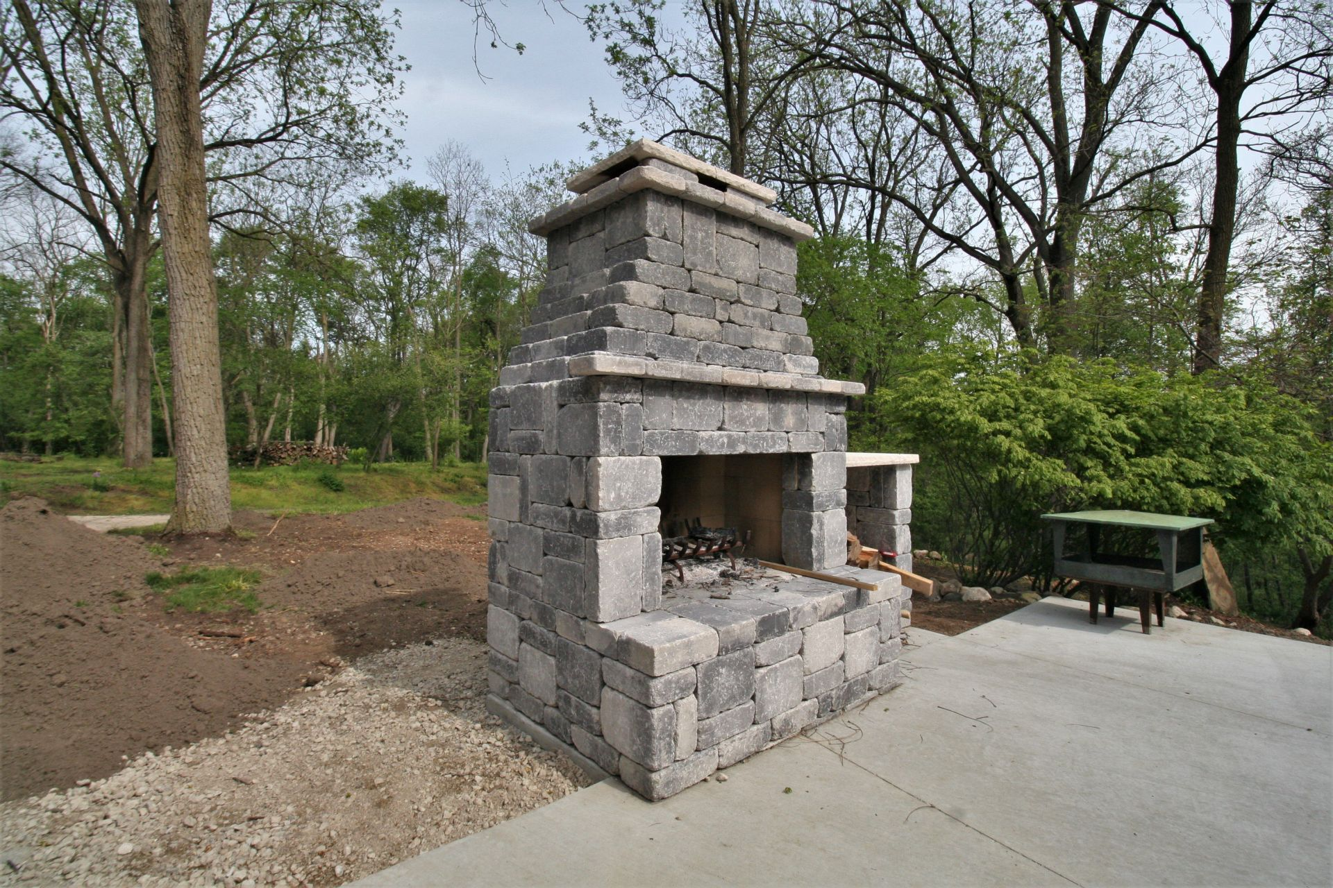 CONCRETE BLOCK OUTDOOR FIREPLACE on Building Outdoor Fireplace With Cinder Block id=15122