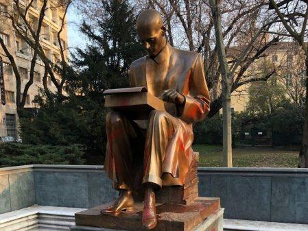 Milano: imbrattata (di nuovo) la statua di Montanelli