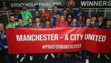 Manchester United Profis widmen Titel den Opfern