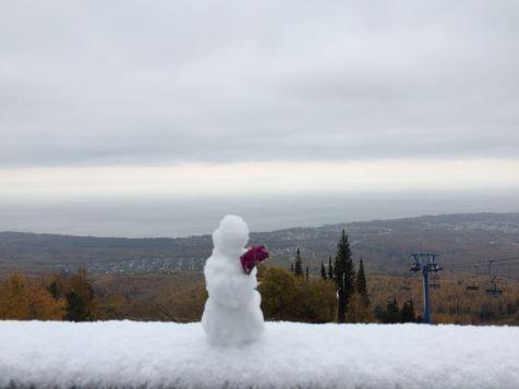Im Hintergrund: Der Baikal.