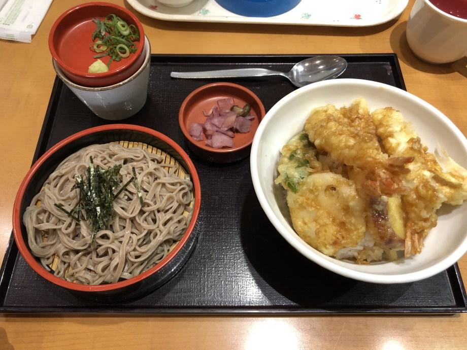 入間市イオンの四六時中の天ぷらそばセット
