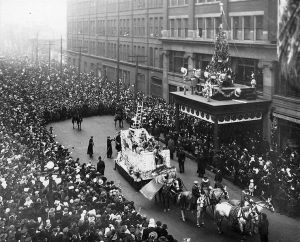 Santa climbs the Eaton's building in 1918
