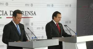 El vocero del gobienro Eduardo Sánchez y el director de la Agencia de Investigación Criminal, Tomás Zerón de Lucio