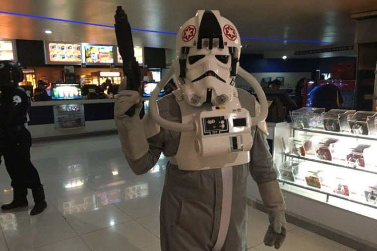 Star-Wars-The-Force-Awakens-Fans-Plaza-Universidad-16