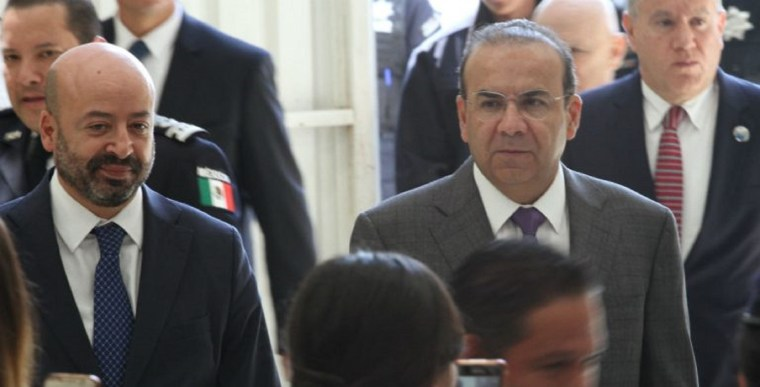 Alfonso-Navarrete-Prida-de-la-Segob-en-Mujeres-por-la-Seguridad-y-la-paz-y-Renato-Sales-Heredia-CNS-LCM_1161-1-1-768x391