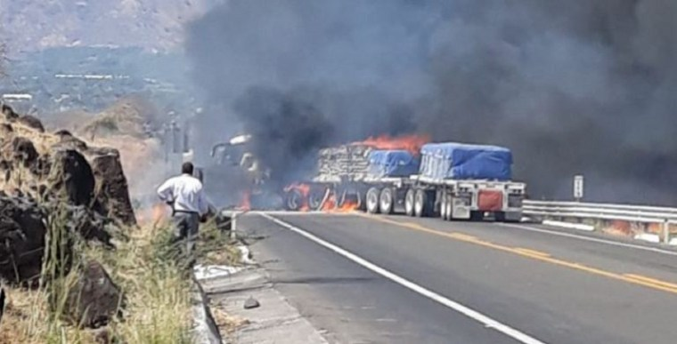 Quemas-y-bloqueos-carreteros-en-Michoacán-Tierra-Caliente-768x391