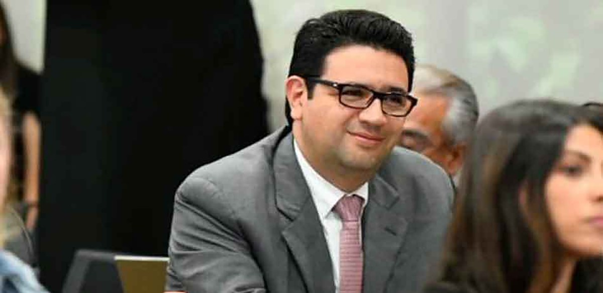 Noé Castañón, el senador incomodo