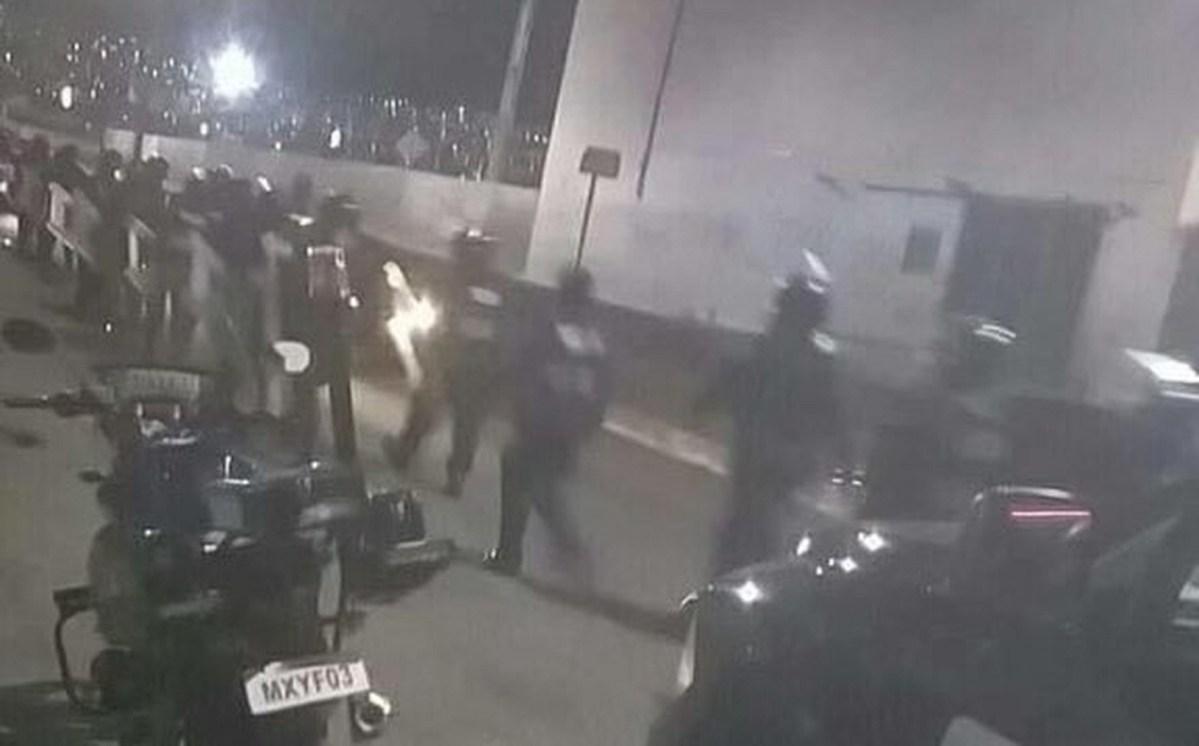Policías y pobladores de San Juan Ixhuatepec se enfrentasn tras operativo