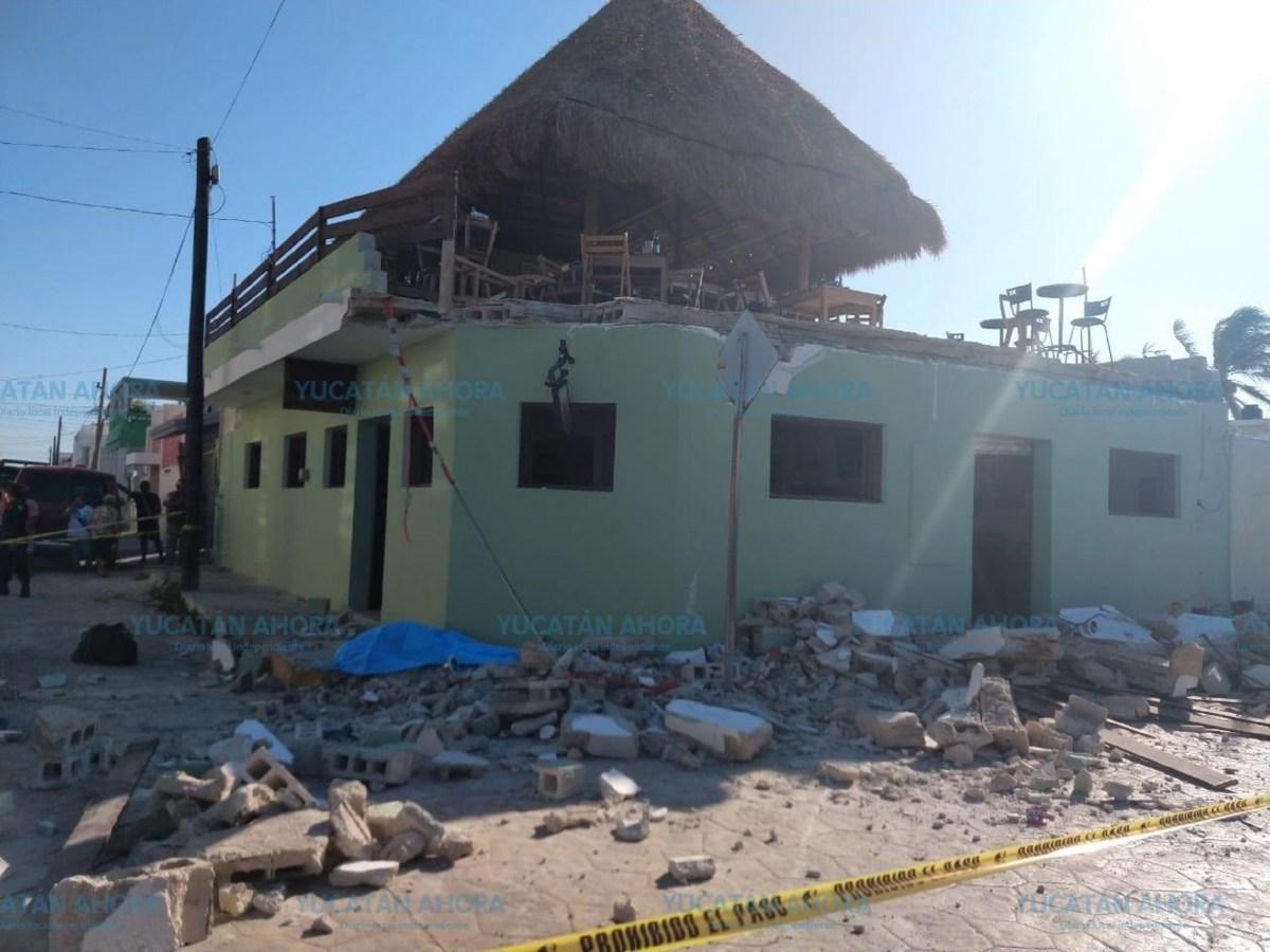 Derrumbe en bar de Progreso, Yucatán, deja al menos 3 muertos.