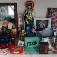 Luis 'N' publicó en redes sociales la imagen de un altar con la gorra que usó el día que atacó a @juanmapregunta