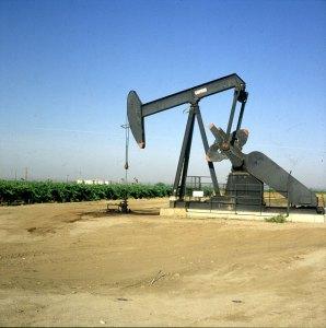 Ölpumpen neben Orangenfeldern Südkalifornien 1986