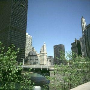 chicago-fluss mit Trumptowerbaulücke