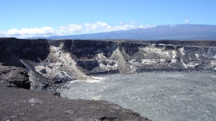 hawaii-zerklüfteter Kraterrand 077