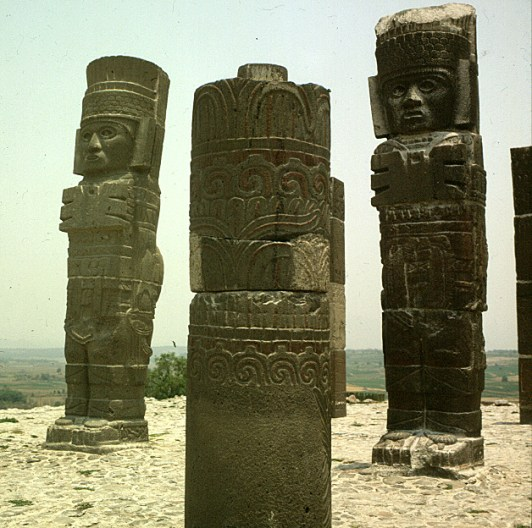 mexiko-tula-statuen