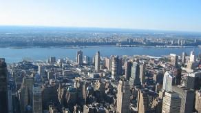 new-york-Blick zum Hudsonriver mit Intrepid Carrier 2003