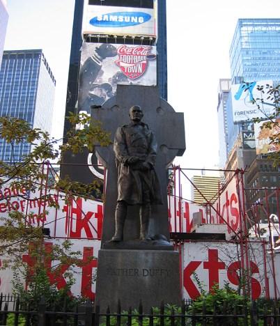 new-york-Times Square-auch ein Denkmal dabei 2003