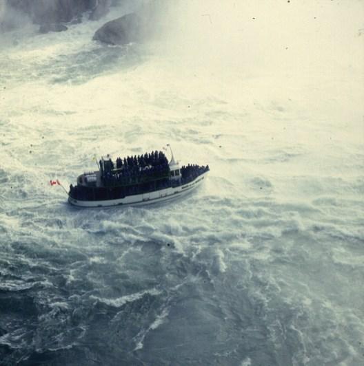 niagara-falls-touristenboot