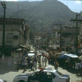 rio-de-janeiro-favela hinter ipamena