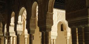 Alhambra-Löwenhof-Ornamente im Umgang