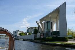 berlin-schifffahrt-kanzleramt-2