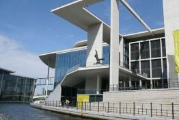 berlin-schifffahrt-regierungsviertel-1