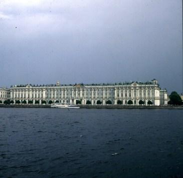 Leningrad-Winterpalast-von der Newabrücke aus