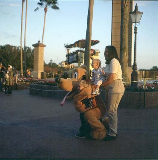 Orlando-Pluto-Kinderspass