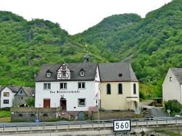 rhein-klosterschenke mit Kapelle