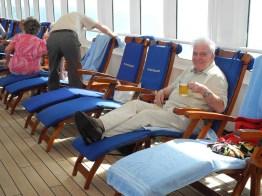 Ein Bierchen in Ehren für Irvin auf dem Traumschiff 2012
