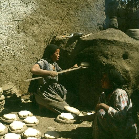 Volk Westseite Brotbacken