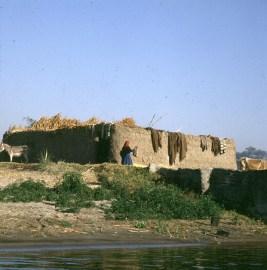 Nil- altes Haus am Ufer