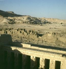 Totentempel-Medinet Habu-Blick nach Kurna