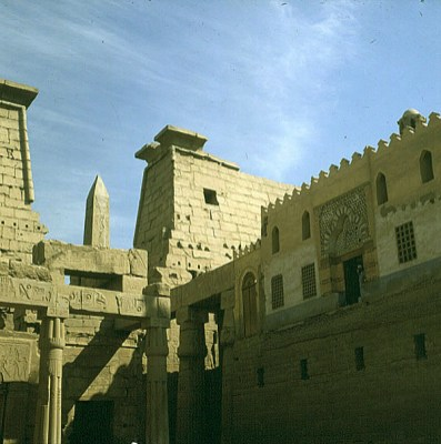 Luxortempel Obelisk-1.Hof integrierte Moschee