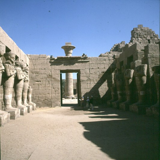 Karnak-abseits 1.Hof RamsesIIl