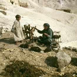 Ägypten Spinnerin auf der Nil Westseite