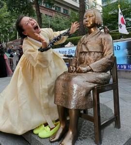 日本大使館前の従軍慰安婦像
