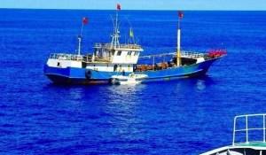 小笠原 中国漁船