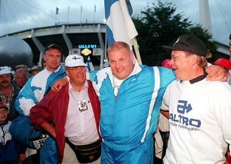Coach Janne Palokangas (left) and manager Esa Palokangas celebrated Götegorg's 1995 World Championship silver with Mika Halvar.