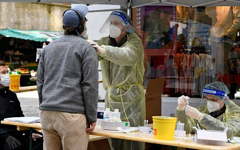 In Germany, free antigen tests are offered at municipal testing points.  Photo from Tübingen on March 20.