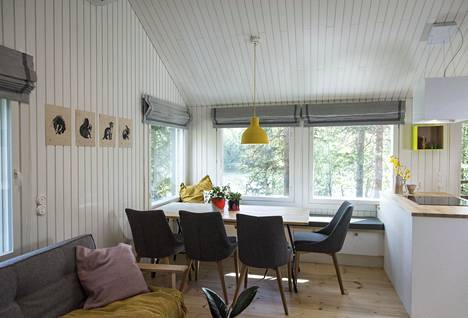The overall look of the cottage is cozy and peaceful after the renovation.
