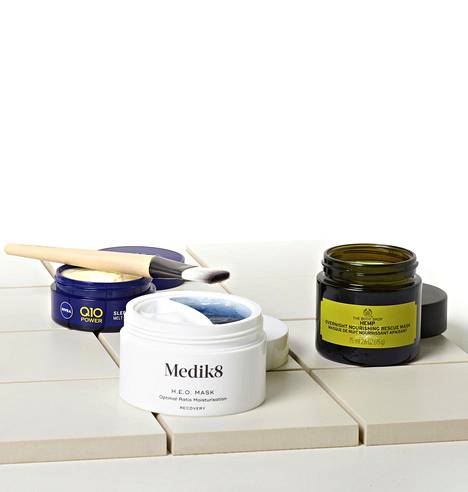 Nivea Q10 Power Sleeping Melt-in-Mask, Medik8 H.E.O. Mask ja The Body Shop Hemp Overnight Nourishing Rescue Mask.