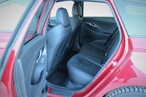 The narrowest legroom can be called the narrowest part of a spacious car.