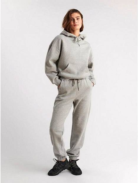 Trousers, € 34.99, and hoodie € 39.99, Lindex.