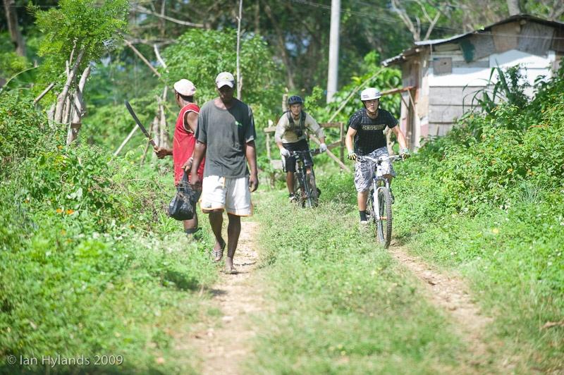Bikers sul trail jamaikano