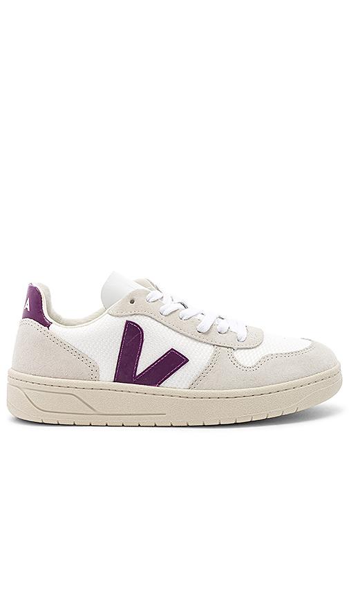 Veja V 10 Sneaker in White. - size 37 (also in 36,38)