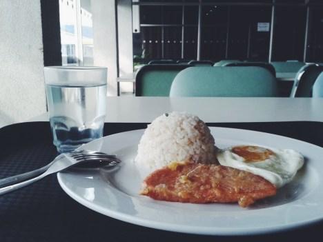 Friday morning. Went to the office early so I was able to eat breakfast. ALONE. In the cafeteria. Huhuhu ang lungkot. Joke lang! Pero yeah, someday may sasalo din sakin ng almusal. Sa ngayon okay lang sanay naman na akong mag-isa. </3