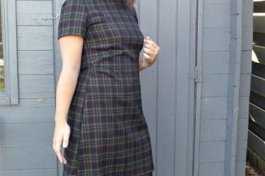 robe trapeze en tartan ecossais à carreaux burda